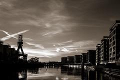 20180926-_DSC5045 (A/D-Wandler) Tags: himmel stadt architektur gebäude wasser hafen hafenbecken hafeninsel hafenkran wolken offenbach main deutschland hessen silhouette gegenlicht