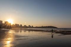 Playa de San Lorenzo. Gijón. (David A.L.) Tags: asturias asturies xixón gijón playadesanlorenzo arena arenal mar correr ejercicio sol atardecer