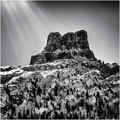 Mountain and Light... (Ody on the mount) Tags: ampezzo anlässe averau berge dolomiten em5ii fototour gegenlicht gipfel italien licht lichteinfall mzuiko6028 omd olympus rahmen schneeschuhtour schneeschuhtour2019 sonnenstrahlen südtirol urlaub bw frame light monochrome mountains sw
