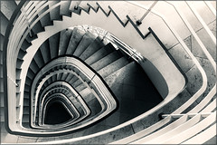 The staircase II. (Eva Haertel) Tags: eva haertel architektur architecture haus house gebäude building stadt city indoor stairs stairway treppenhaus staircase spirale spiral schwarzweis sw blackandwhite bw