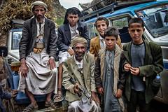 retrat familiar (Kaobanga) Tags: retrat retrato portrait familiar family iemen yemen alyaman اليَمَن aljumhuriyahalyamaniyah yémen alǧumhūriyyahalyamaniyyah الجمهوريةاليمنية kaobanga rvl