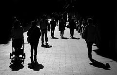 Desfile de sombras. (Ricardo Pallejá) Tags: street sombras silueta shades reus nikon d500 cataluña catalonia contraste calle catalunya contraluz urbana urban urbanexploration