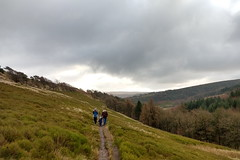 Three walkers and a dramatic view for New Years Day (Bods) Tags: walk peakdistrict goytvalley foxlowedgewalk highpeak derbyshire peakdistrictnationalpark