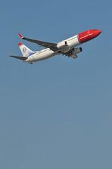 'DY33B' (DY1303) LGW-OSL (A380spotter) Tags: takeoff departure climb climbout belly boeing 737 800wl lndyg jennylindswedishoperasinger norwegiancom norwegainairshuttleasa nax dy dy33b dy1303 lgwosl runway08r 08r london gatwick egkk lgw
