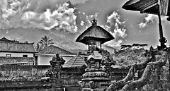 """INDONESIEN, Bali , Rund um den Muttertempel  Pura Besakih an der Flanke des Vulkans Agung (3142 m ) , 17973/11200 (roba66) Tags: bali urlaub reisen travel explore voyages rundreise visit tourism roba66 asien asia indonesien indonesia insel island île insulaire isla mountagung agung purabesakih besakih muttertempel tempel temple bauwerk architektur architecture arquitetura building bau façade platz places historie history historic historical geschichte skulptur sculpture relief """"götter geisterunddämonen"""" religion hinduismus urban monochrome blackwhite bw blancoynegro swbw negro blackandwhite blancoenero byn bretoebranco einfarbig """"schwarzweis"""" textur texture effecte"""