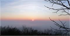Inversion (Christoph Bieberstein) Tags: tschechien tschechische republik böhmen daubaer schweiz čechy česko ceská republika dubské švýcarsko kokořínsko czech republic bohemia morgen morning ráno inversion sonnenaufgang sunrise východ slunce altperstein berkovský vrch winter februar february sonne sun