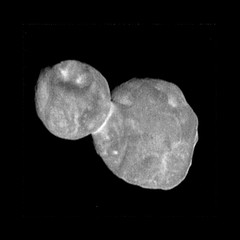 Ultima Thule Near Fly-By (sjrankin) Tags: 28february2019 edited nasa newhorizons grayscale mu69 ultimathule comet asteroid contactbinary 2014mu69
