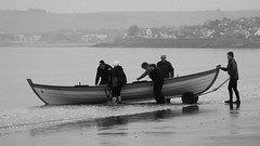 Time to Launch 04 (byronv2) Tags: peoplewatching candid street blackandwhite blackwhite bw monochrome portobello edinburgh edimbourg scotland beach sea northsea river riverforth rnbforth firthofforth forth coast coastal shore boat rowboat skiff sailing rowing water