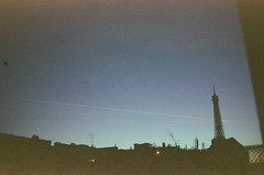 Evening (Gwenaël Piaser) Tags: paris february 2019 février february2019 eiffel tower tour roof toit cytiscape 16e unlimitedphotos gwenaelpiaser konicahexaraf konicahexar konica hexar analog photography argentique 135 24x36 fullframe compact pointandshot hexanon35mmf20 hexanon 35mm c41 cinestill film negative negatif colorfilm cinestill800isotungstenxproc41 800asa iso800 tungsten 800tungsten cinestill800t 800tungstenxproc41 xpro smoke light 1000