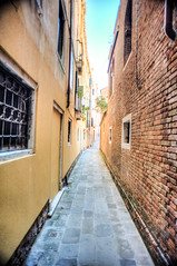Back Alley (RoamingTogether) Tags: europe hdr italy nikon nikon20mm28 nikond700 venice