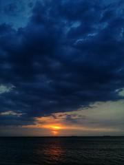 Blu...! (Nita_Fotos) Tags: sun sundown sunshine clouds blue orange sol atardecer amanecer nubes naranja cielo mountain montañas reflection reflejos trees arboles agua backligh contraluz barcos naves water ships lecheria venezuela tuniñasalvajedelaselva