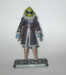 kit fisto cold weather gear cw60 star wars the clone wars blue black cardback basic action figures 2011 hasbro e (tjparkside) Tags: kit fisto cold weather gear cw60 cw 60 star wars clone clones trooper troopers red white card back packaging hasbro basic action figure figures sw tcw lightsaber jedi snow orto plutonia nahdar vebb 2011 goggles display stand base silver ice shoes blue black cardback