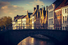 moody Bruges (Blende1.8) Tags: brügge bruegge bruges vlaanderen westvlaanderen belgium belgien belgique bridge brücke häuser buildings evening facades historic old historisch city altstadt oldcity colours colour colourful colorful color colors mood moody kanal canal water wasser gracht sky himmel sel24105g ilce7m3 a7m3 a7iii sony alpha emount