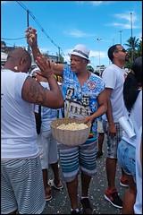 Banho de pipoca (wilphid) Tags: bonfim lavagemdobonfim comercio cidadebaixa salvador bahia brésil brasil religion défilé rue procession fête personnes