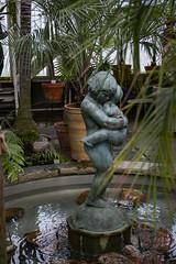 Friends (Rudi Pauwels) Tags: 2019onephotoeachday gardensociety palmtreehouse statue friends water inside inomhus inomvallgraven palmtrees goteborg gothenburg