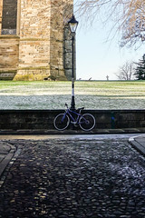 Cathedral (marktmcn) Tags: bicycle streetlamp street durham cathedral corner wall snowy grass cobbles bow lane wheels corners kerbs rx100