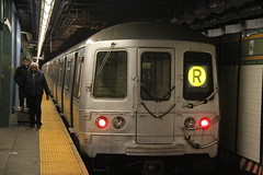 IMG_4483 (GojiMet86) Tags: mta bmt nyc new york city subway train 1975 r46 5580 86th street