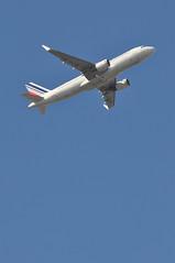 'AF78FR' (AF1781) LHR-CDG (A380spotter) Tags: takeoff departure climb climbout belly airbus a320 200 sharklets™ sharklets sharklet™ sharklet 200sl a320ceo currentengineoption wingtipdevices wingtipdevice winglets winglet fhepg airfrance afr af af78fr af1781 lhrcdg runway09r 09r london heathrow egll lhr