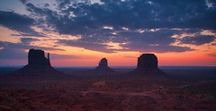Monument Valley First Light (simonmgc) Tags: arizona dawn monumentvalley utah