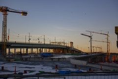 New Bridge Construction Site (Rudi Pauwels) Tags: fotosondag fs190106 foramdring goteborg gothenburg sverige sweden schweden cranes construction oldandnew bro bridge afternoon sunset zoom sigma 18270mm sigma1850mm nikon d7100 nikond7100