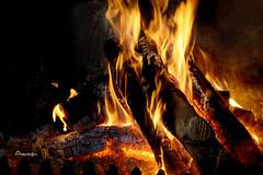 A Good Fire (Anavicor) Tags: chimney chimenea fire fuego goodfire tronco treetrunk leña firewood boisdechauffage feuer feu llama flamme flame calor heat wärme chaleur fuoco fiamma brasa chutz embers invierno winter nikon tamron d5300 anavillar anavicor villarcorrero ana ascua braise wintertime