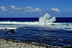 Vagues et nuages (DOMVILL) Tags: domvill laréunion océanindien vagues ciel nuages galets