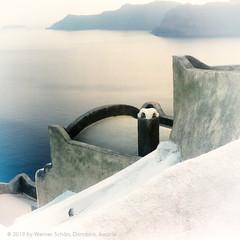 Walls and Sea, Santorini, Greece (WernerSchoen) Tags: thira greece santorini santorin griechenland meerblick sea walls white blue europe 6x6 anolog film yashica ägäis