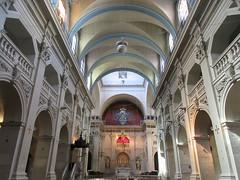 Nave, view to altar, Église Saint-Polycarpe, Lyon, France (Paul McClure DC) Tags: lyon france july2017 auvergnerhônealpes architecture historic church lacroixrousse