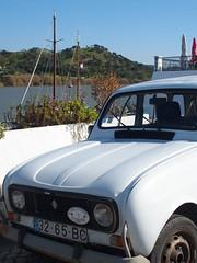 Pre-histórico! (rgrant_97) Tags: portugal algarve alcoutim fronteira border guadiana rio spring renault renault4 cars classic