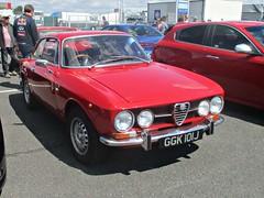 28 Alfa Romeo 1750 GT Veloce (1750 GTV) (1971) (robertknight16) Tags: alfaromeo italy italian giulia 1750gtv veloce 1750gt autosport silverstoneclassic ggk101j 1970s