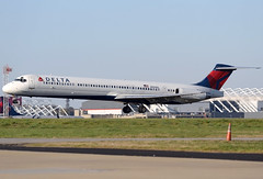 N994DL - 3/22/19 (nstampede002) Tags: aviationphotography katl airliner commercialaviation delta deltaairlines mcdonnelldouglas mcdonnelldouglasmd88 mcdonnelldouglasmd80 md88 md80 dc9 ttail maddog maddawg savethemaddogs