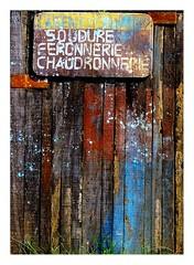 Soudure, ferronnerie... (Marie Hacene) Tags: cotedivoire afrique tiassalé textures bois artisan