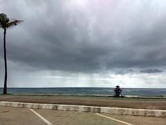 Nuvens carregadas (marciaaki05) Tags: mwn nuvens clouds sky sea rain salvador bahia brasil people