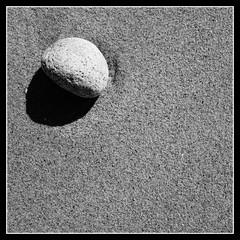 Point-Carré (Esteban 86360) Tags: plage la govelle batz mer atlantique 44 beach rocher granit roche sable france minimaliste minimalist simple carré rond géométrie
