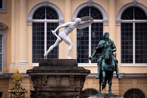 Statuen im Eingangsbereich des Schlosses Charlottenburg