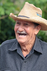 CubaViñalesValleyFarmWalkFarmerAntonioLaughing2 (peterkelly) Tags: digital canon 6d northamerica cuba cubalibre gadventures viñalesvalley farmwalk farmer hat old man portrait