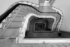 Treppe runter .... (Sockenhummel) Tags: treppe treppenhaus staircase stairwell escaliers architektur architecture stairs stufen steps haus gebäude atelierhaus schwarzweis monochrom blackwhite fuji xt10 geländer handlauf railing