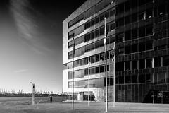 HAMBURG (Kai-Uwe Klauss) Tags: elbe hamburg herbst neumühlen sonne altona columbia twins architektur architecture autumn hafen schwarzweiss blackwhite blacksky black