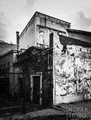 Abandon place (Andreas Laimer) Tags: tivoli roma italia smartphone samsung s9 bw contrasto edifici costruzioni