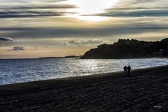 Paseo (libretacanaria) Tags: cataluña catalonia sunset sun atardecer mar beach arena