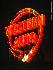 Western Auto Sign, 13 July 2018 (photography.by.ROEVER) Tags: kc kcmo kansascity photography night nightphoto nightphotograph nightphotography westernauto westernautosign westernautolofts downtown crossroads missouri jacksoncounty 2018 july july2018 summer summer2018 usa