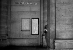 accro cigarettes (laurent.triboulois) Tags: blackandwhite black white paris city donwntown ville centreville cigarette pernonne people comedie française