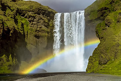 Wasser marsch! (Panasonikon) Tags: panasonikon nikonf80 kleinbild analog island iceland landschaft landscape skógafoss wasserfall regenbogen rainbow fluss river