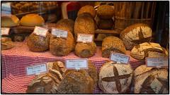 Unser täglich Brot ... (videamus) Tags: brot bäckerei bäcker handwerk verkauf roggenbrot rheinland geschäft schmackhaft auswahl tiroler rheinländerbrot tuch dekoration gediegen köln nahrung lebensmittel gesund