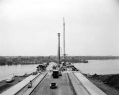 Construction du pont Papineau-Leblanc, 1969 (Album update) (1/9). (Jean-Marc Hurtubise) Tags: laval pont papineau leblanc 1969 rivière prairies autoroute 19