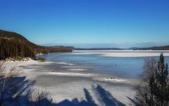 Osynligt (nillamaria) Tags: osynligt invisible fotosondag fotosöndag fs190224 skater water sweden bluesky hälsingland orbaden vårvinter