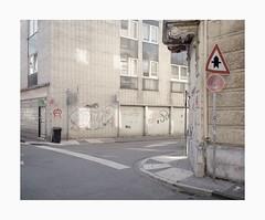 Krefeld, 2019 (Darius Urbanek) Tags: 120 6x7 kodak mamiya7 portra400 analog architecture color film mediumformat germany krefeld decay building street urban