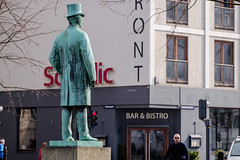 Gentleman (Håkan Dahlström) Tags: 2019 by copenhagen denmark köpenhamn københavn photography statue street capitalregionofdenmark f56 xt1 landscape cropped 0ev normal 20190407103355102 raw 1012mm iso200 ¹⁄₃₂₀sec xc50230mmf4567ois fujifilmxt1 dk