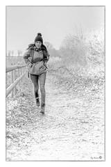 Fraîcheur juvénile (Pyc Assaut) Tags: fraîcheur juvénile fraîcheurjuvénile jeunesse vigeur jouvence noirblanc noir blanc black white blackwhite run course fille street photography streetphotography streetphoto young jeune frais pyc5pyc pyc5pycphotography pycassaut pierreyvescugni pierreyvescugniphotography hiver winter janvier chambesy switzerland suisse swiss action courir extérieur nikonz6 z6 z 6 nikon