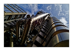 Lloyds Building 2 (Jean-Louis DUMAS) Tags: bâtiment building londres london artistique frame abstrait abstraction abstract artistic art architecte architectural architecture architect lignes géométrique design tower tour city londoncity tubes tuyaux